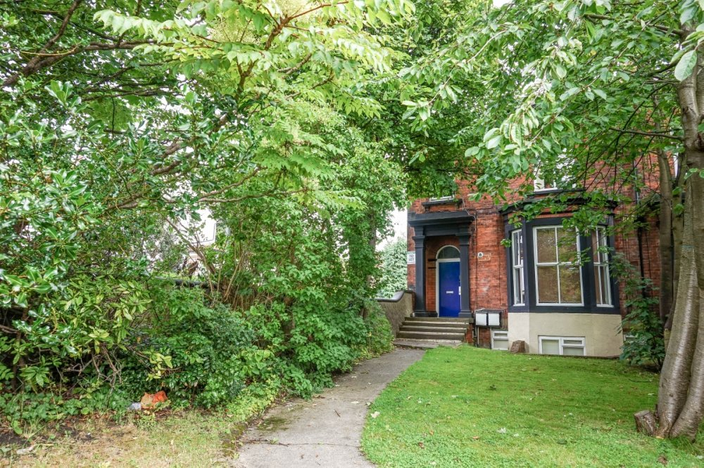 1 Bed Student Flat In Hyde Park To Let